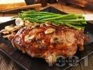 Рецепта Вкусен сочен свински котлет / каре на тиган с марината от бяло вино и горчица с гъби и аспержи